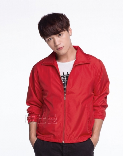 红色薄款冲锋衣
